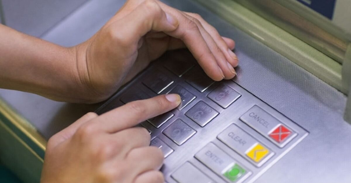 5 Insane Ways Thieves Can Steal Your Credit Card Info
